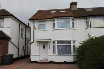 4 bed semi detached house to rent in Meadow Gardens, Edgware
