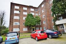 Flat to rent in Bounds Green Court