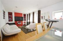 Apartment to rent in Seafield Road, London
