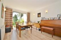 4 bed semi detached home to rent in Gordon Road, London