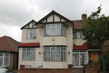 5 bedroom semi detached property to rent in Redbridge, IG4