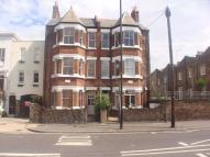 4 bedroom Flat in Englefield Road...