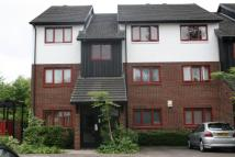Flat to rent in Marina Approach, Hayes...