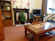 3 bedroom semi detached house to rent in Redmead Road, Hayes...
