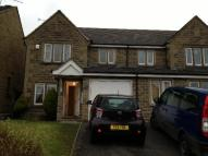 3 bed Town House in Kelburn Grove, Oakworth