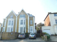 2 bedroom Flat to rent in Top Flat, QUEENS ROAD...