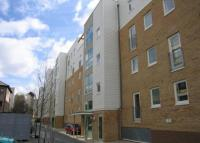 Flat to rent in Warren Close, Cambridge...