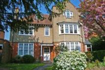 Apartment to rent in Murray Road, London