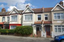 1 bed Maisonette in Lyveden Road...