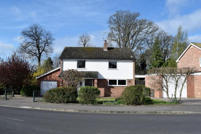 bedroom detached house for sale in abbeygate thetford ip24