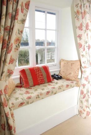 BED 1 WINDOW SEAT