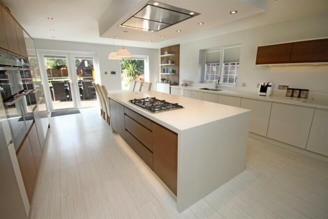 Magnificient Dining Kitchen