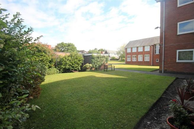 Outside/Communal Gardens to Front