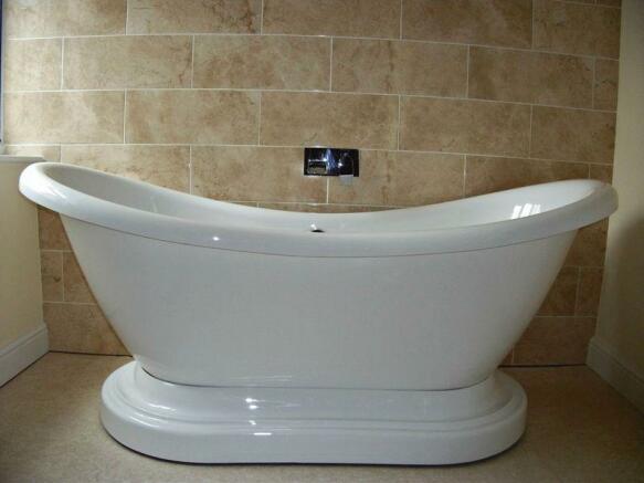 Pedestal bath