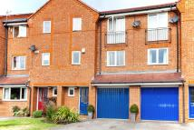 Town House to rent in Penn Road, Bletchley