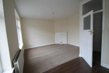 Flat to rent in High Street, Orpington
