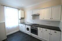 Flat to rent in Avenue Road, Beckenham...