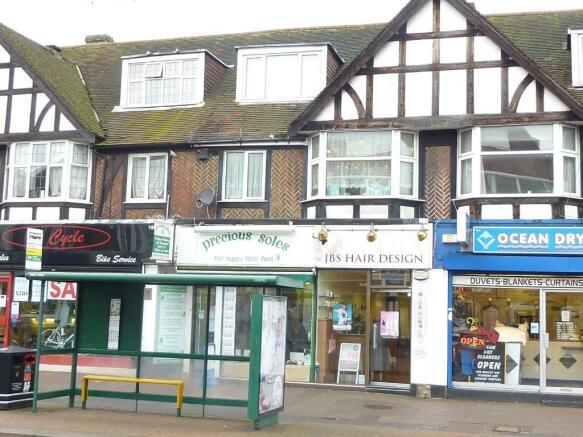 Hairdresser / Barber Shop to rent in DARKES LANE, Potters Bar, EN6 ...