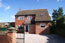 Detached home to rent in Leeds Road, Ossett...