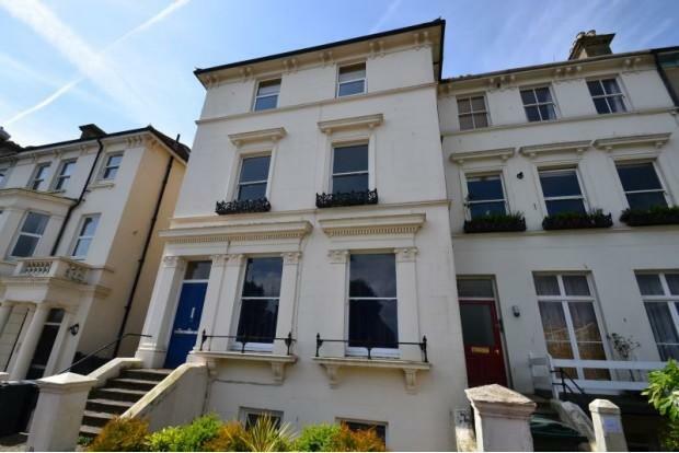 2 Bedroom Flat To Rent In Upperton Gardens Upperton Eastbourne BN21