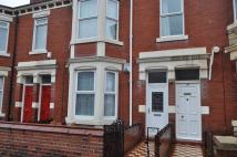 Flat in BIDDLESTONE ROAD HEATON