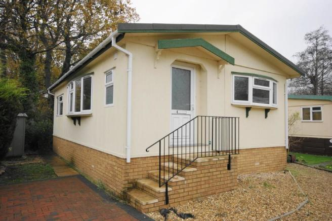 2 Bedroom Park Home For Sale In Wimborne Road Redhill Bournemouth