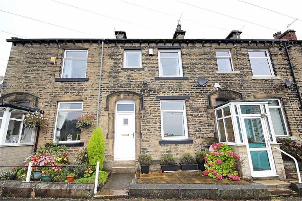 2 bedroom terraced house  Commercial Buildings, Oakenshaw