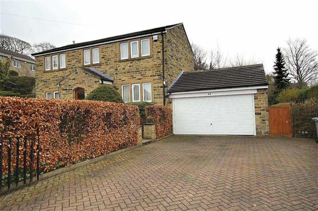 3 bedroom detached house for sale Green Lane, Wyke, West Yorkshire