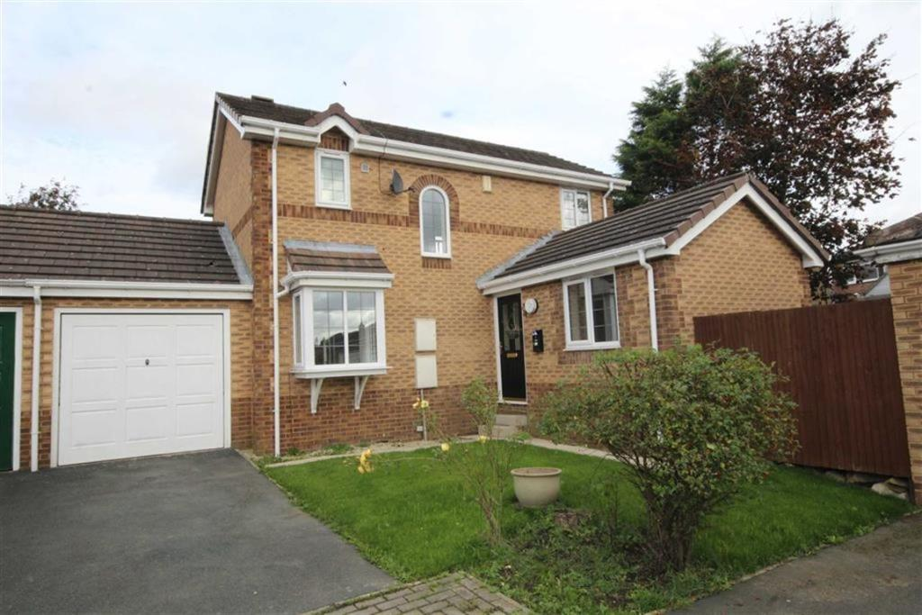 3 bedroom detached house  Oakenshaw Court, Wyke