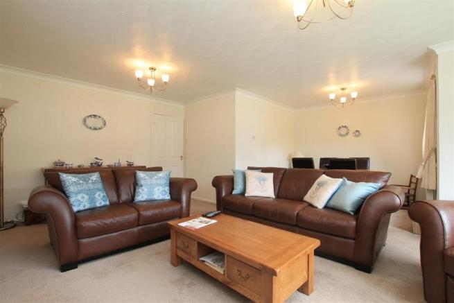 12 hilly croft loung