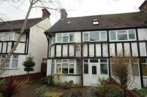5 bed home in Gunnersbury Avenue...