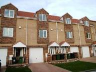 3 bed Town House to rent in Isherwood Close...