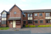 Flat to rent in Houghton Court, Lowesway...