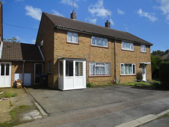 4 Roe Hill Close 001