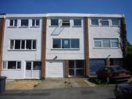 Town House to rent in Clifton Road, Dunstable...