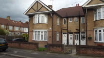 3 bedroom Flat in Loudoun Avenue...
