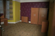 2 bed Ground Flat to rent in Ashgrove Road, Ilford...
