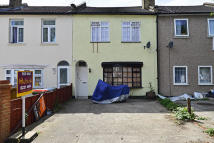 1 bedroom Flat to rent in Idmiston Road, London...