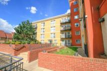 Apartment to rent in Royal Crescent, Ilford...