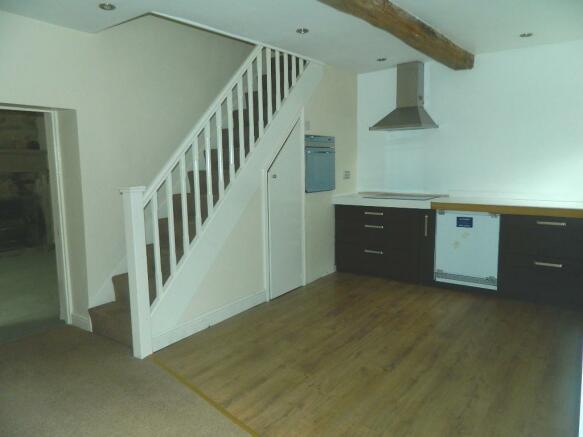 Cottage kitchen (2).