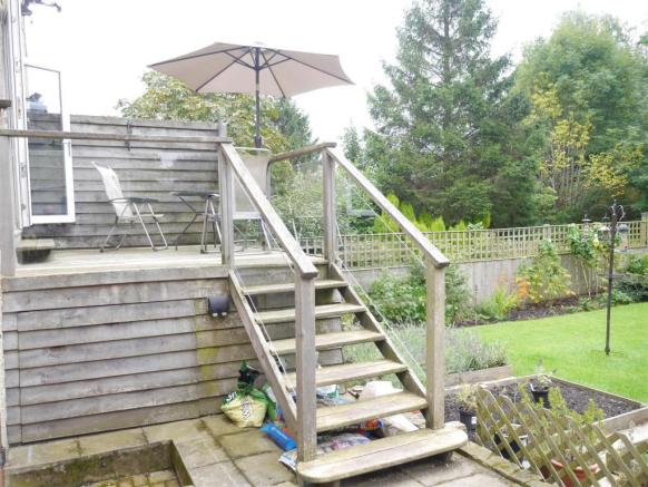 TIMBER DECK BALCONY: