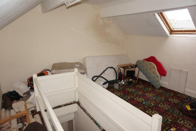 TOP FLOOR BEDROOM 3: