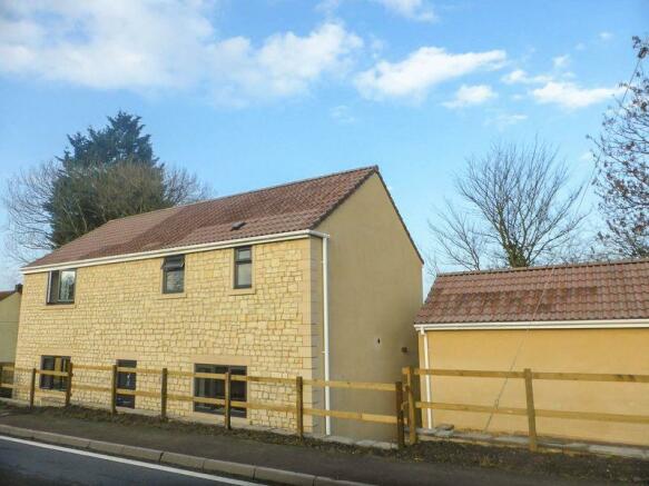 3 bedroom detached house for sale in glastonbury road