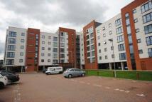 Flat to rent in Pilgrims Way, Manchester...