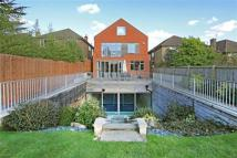 5 bedroom Detached home in Edgwarebury Lane, Edgware