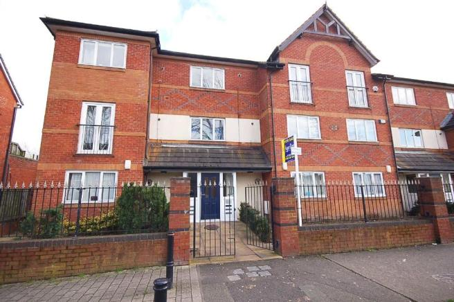2 Bedroom Ground Floor Flat For Sale In Peel Hall Road