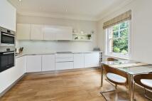 Flat to rent in Kensington Court, London...