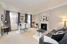 2 bedroom Flat in Kensington Court, London...