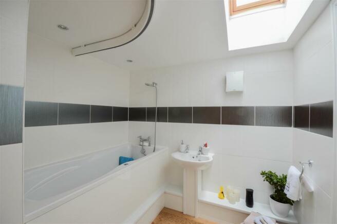 Dstairs Bath.jpg
