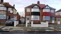 3 bed semi detached house to rent in Brookdene Road...